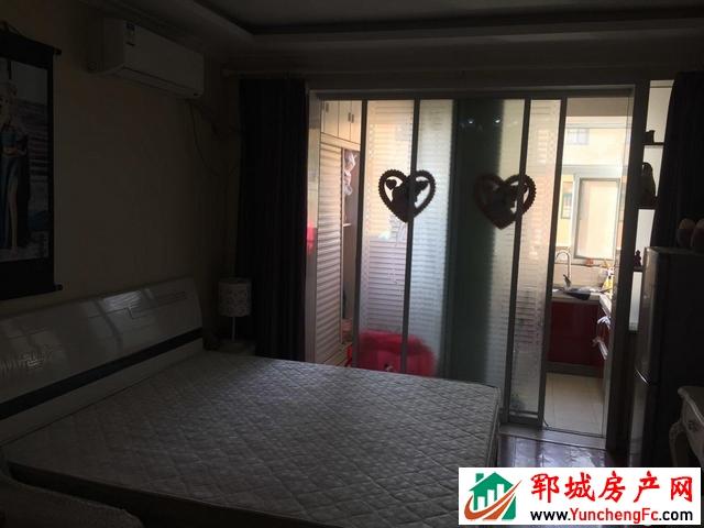 东城国际 1室1厅 43平米 简单装修 23万元