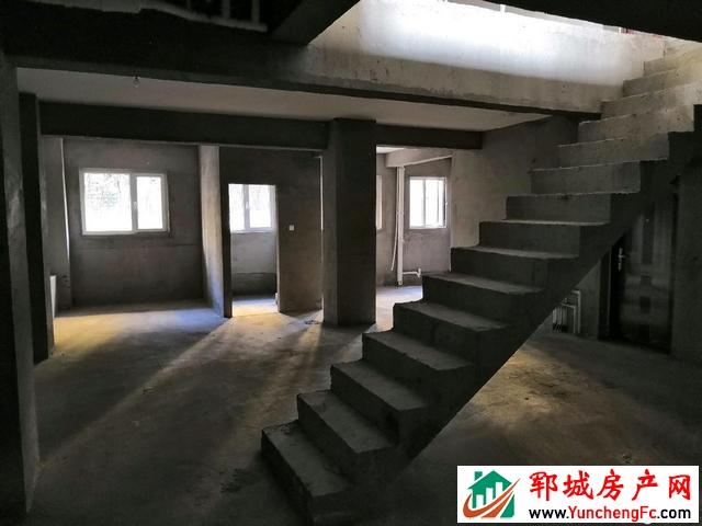 中央学府 5室4厅 268平米 毛坯 168万元