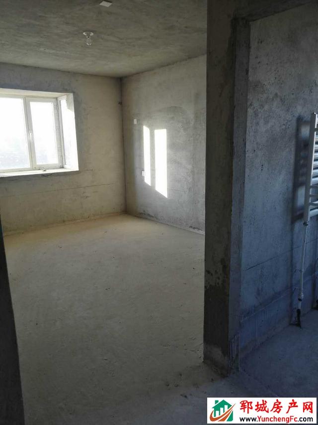 龙泽湾 3室2厅 139平米 毛坯 56万元