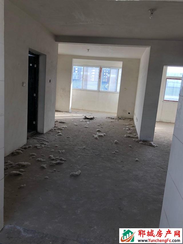 玉皇嘉苑 6室4厅 214平米 毛坯 25万元